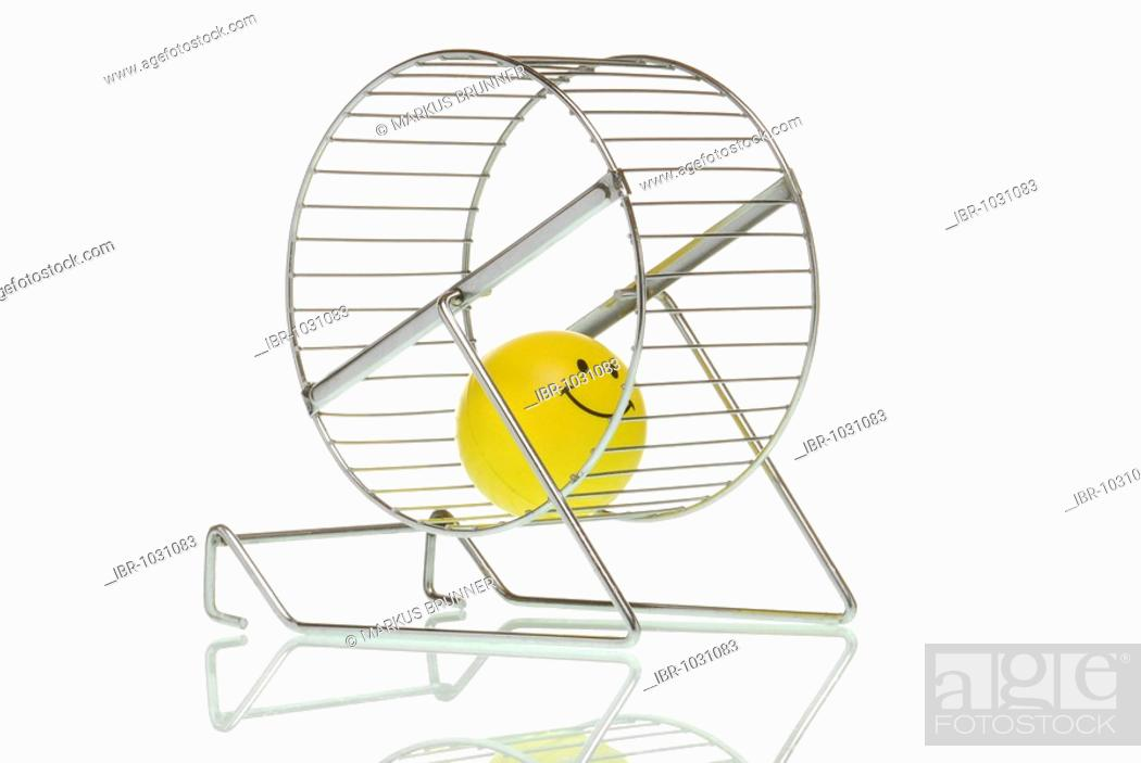 Imagen: Smiley figure in hamster wheel.