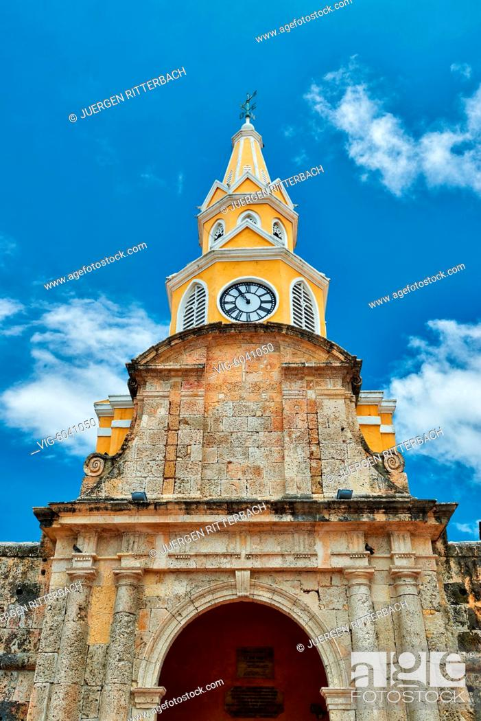 Stock Photo: Torre del Reloj and Plaza de la Paz, Cartagena de Indias, Colombia, South America - Cartagena de Indias, Colombia, 29/08/2017.