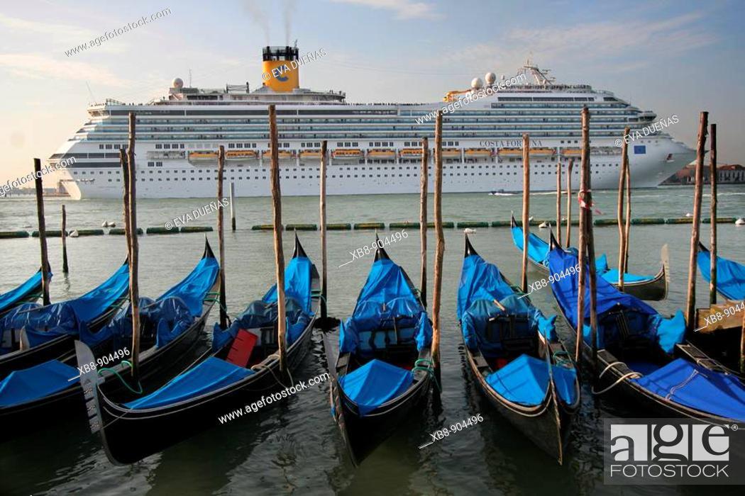 Stock Photo: Gondolas, Venice, Italy.