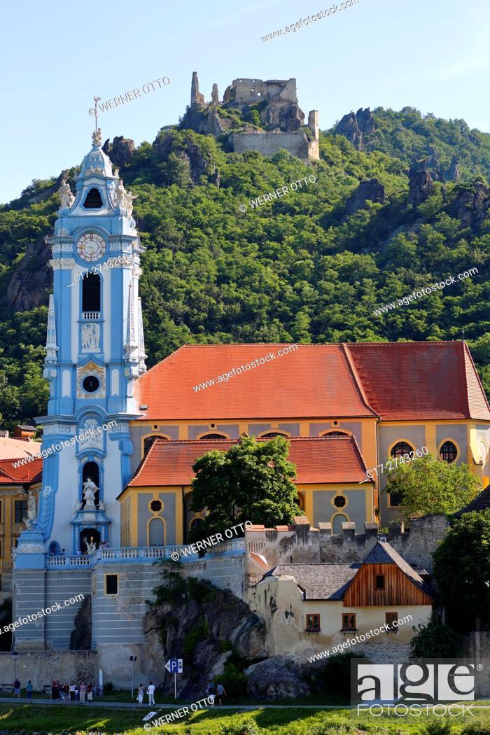 Photo de stock: Austria, Lower Austria, A-Duernstein, Danube, Wachau, Duernstein monastery, collegiate church, baroque, former Augustinian Canons monastery.