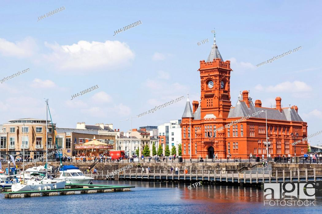 Stock Photo: Wales, Cardiff, Cardiff Bay, Pierhead Building and Mermaid Quay.