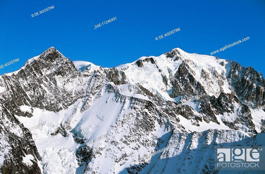 Stock Photo: Mont Blanc (4810 metres), Rhone-Alpes, France.