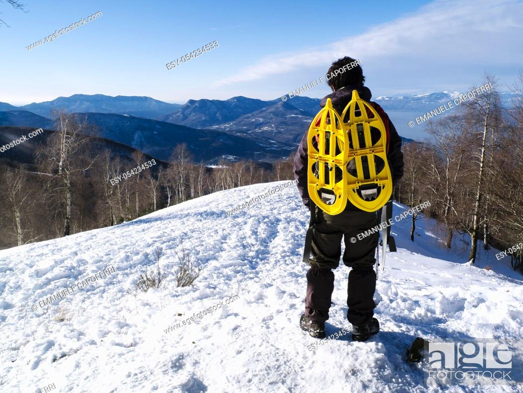 Stock Photo: Hiking with snowshoes hanging backpack, view the landscape.