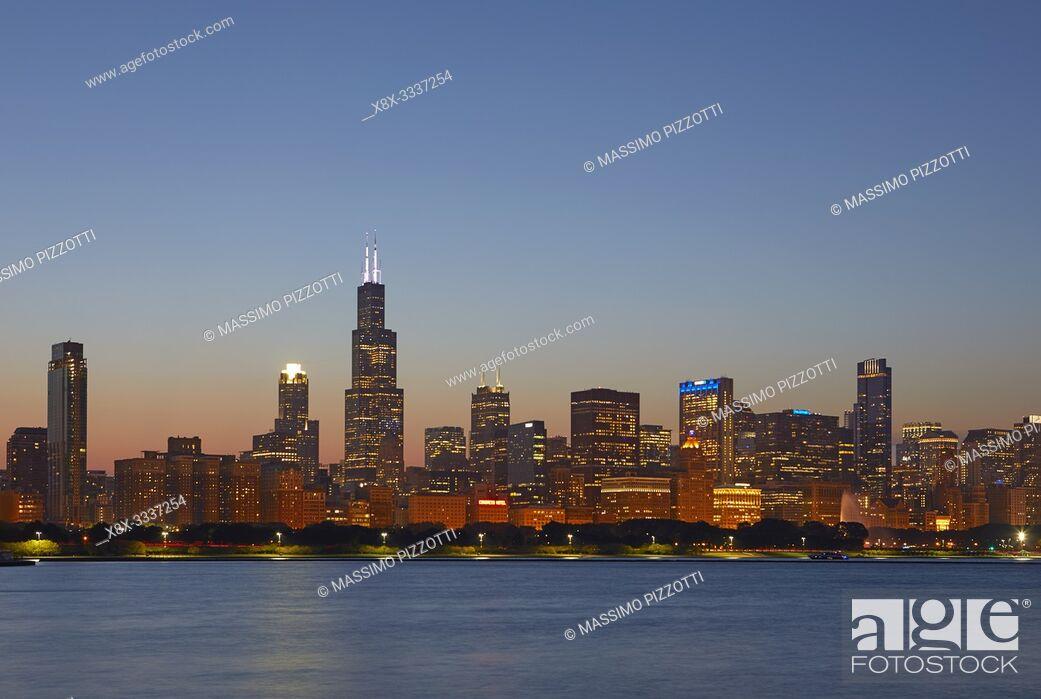 Stock Photo: Chicago Skyline at blue hour, Chicago, Illinois, United States.
