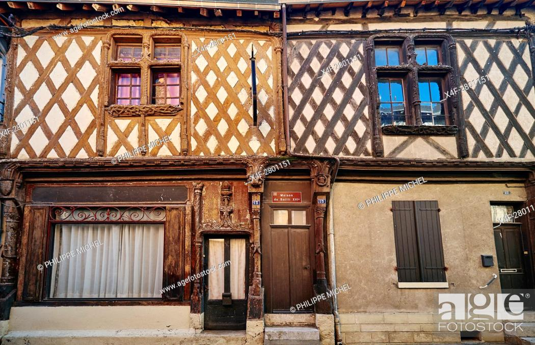 Imagen: France, Cher (18), Sologne, Aubigny-sur-Nere, the Jacques Coeur road, City of Stuart, old half timbering house, Francois 1st house in the Bourg Coutan street.