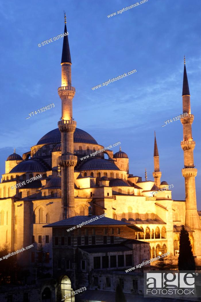 Stock Photo: The Blue Mosque illuminated at night  Sultanahmet District, Istanbul, Turkey.