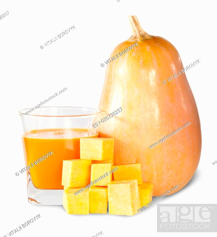 Imagen: Pumpkin And A Glass Of Pumpkin Juice Isolated On White Background.