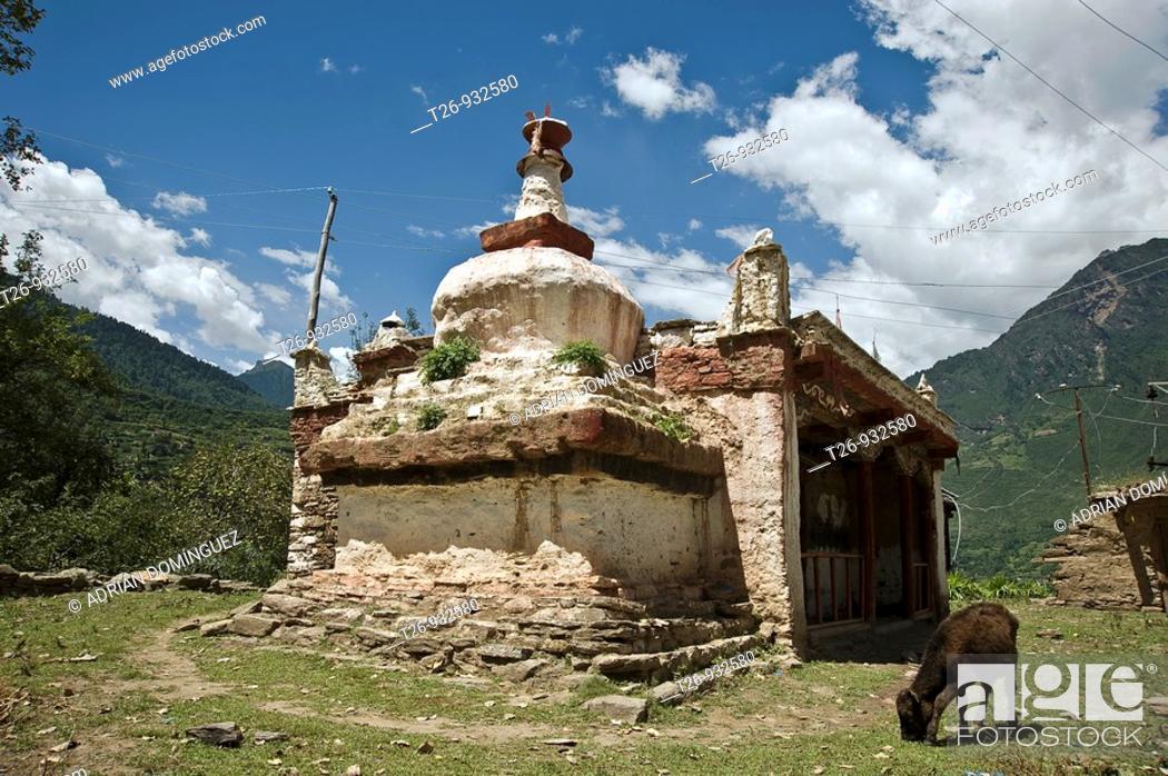 Stock Photo: Tradicional tibetian construction in Damba, Sichuan province.