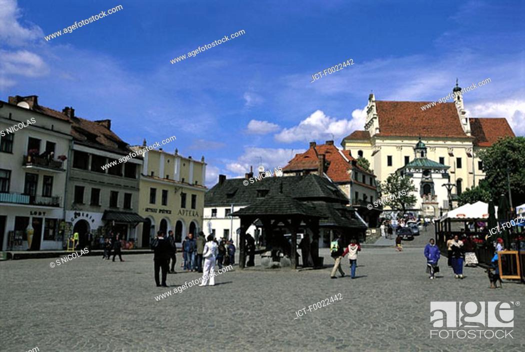 Stock Photo: Poland, Pologne, Kazimierz Dolny, market place.