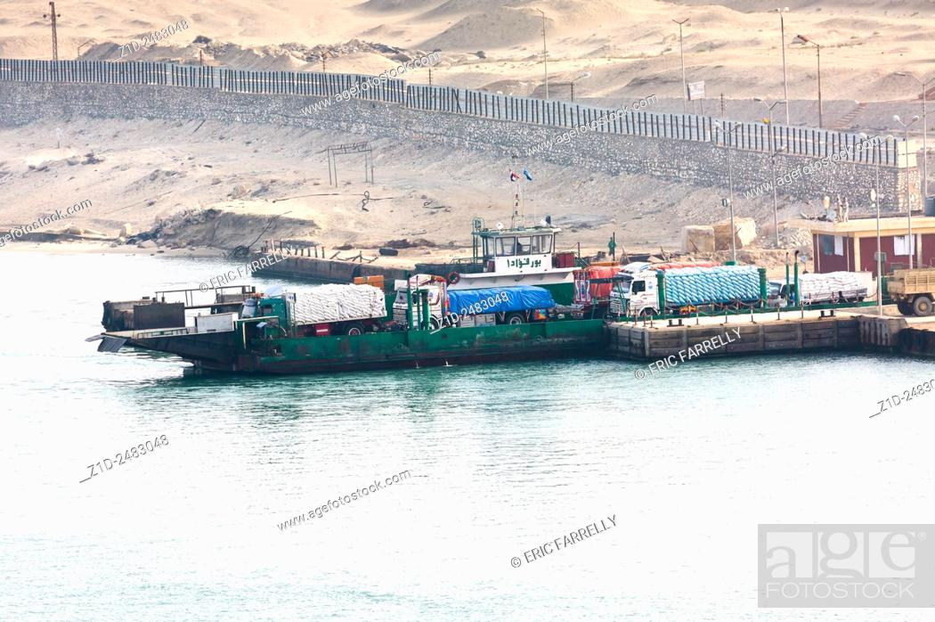 Imagen: early morning ferry preparing to cross suez canal. Egypt.