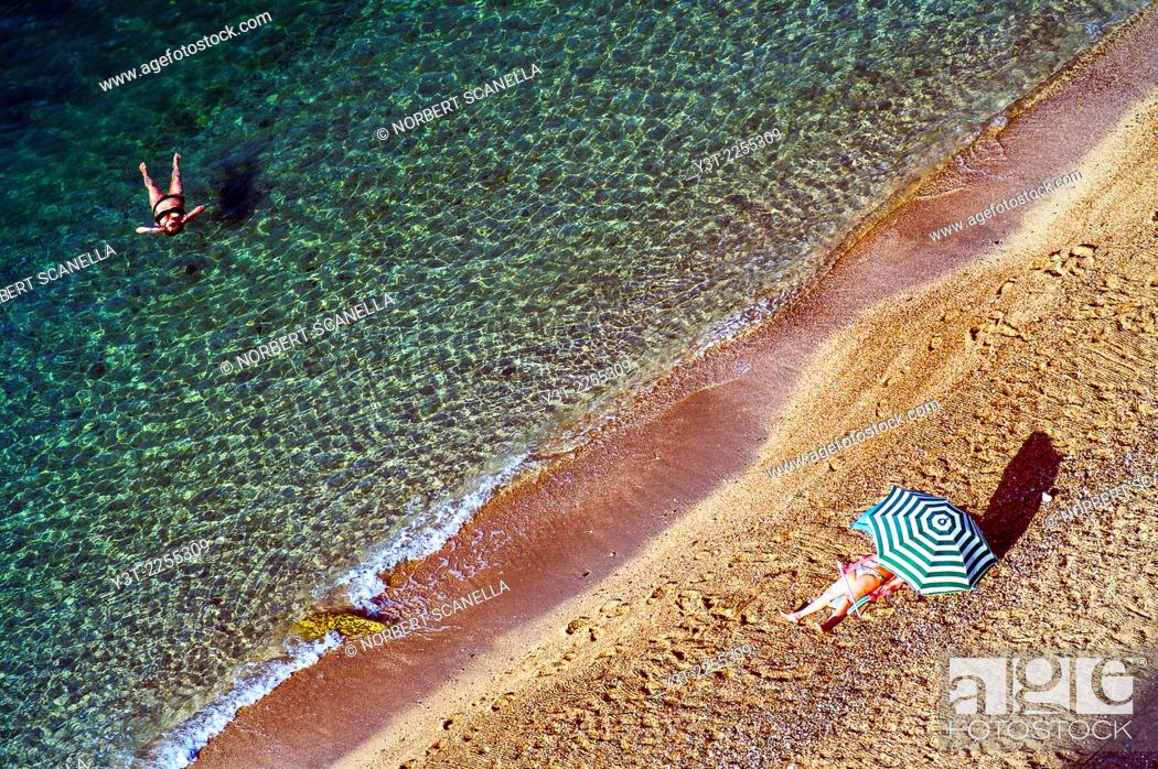 Stock Photo: Europe, France, Alpes-Maritimes, Villefrance-sur-Mer. Rest on the beach.