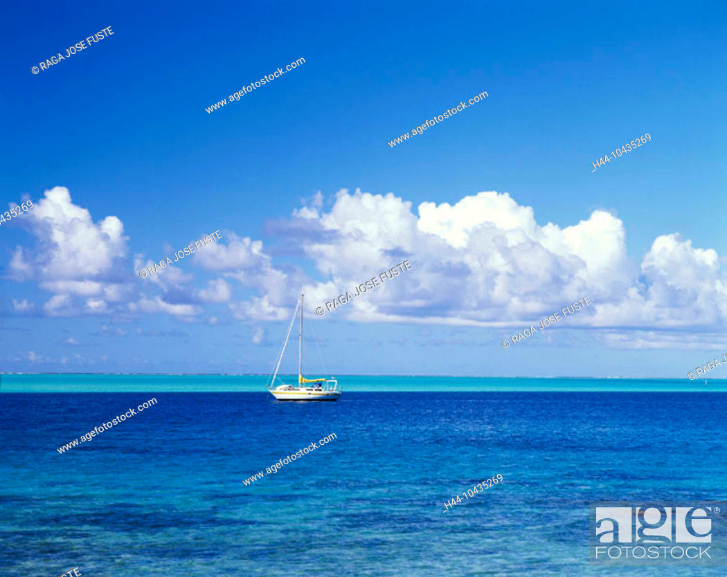 Stock Photo: 10435269, Bora Bora islands, isles, Pacific, spare time, lagoon, sail boats, at anchor, clouds, weather,.