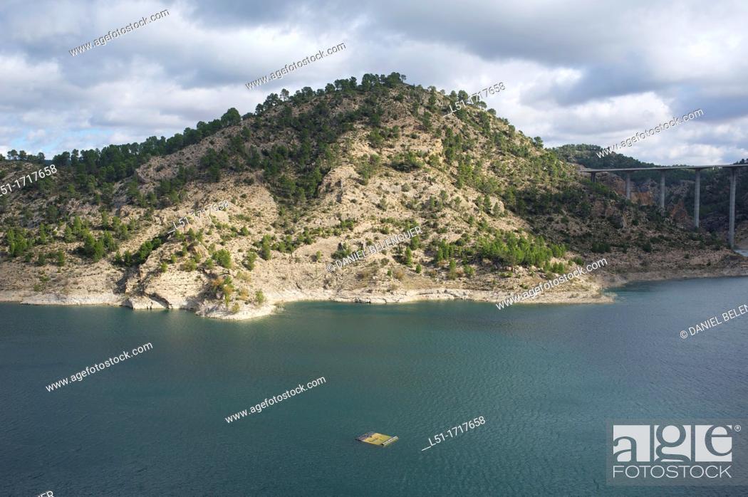 Imagen: Contreras reservoir between Valencia and Cuenca, Cuenca, Spain.