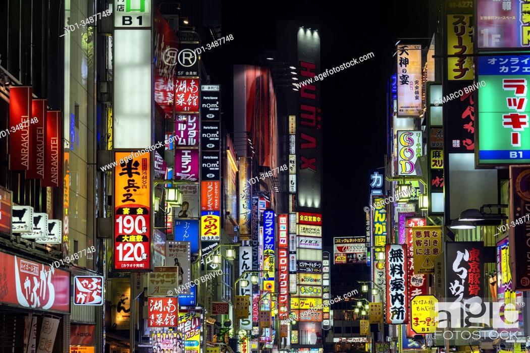 Photo de stock: Tokyo Japan. Neon bright lights in Shinjuku district by night.