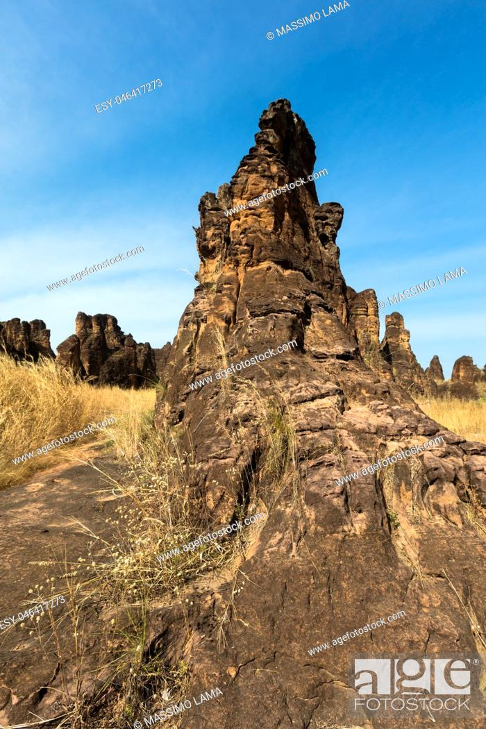 Imagen: The peaks of Sindou are a rock formation near the town of Sindou, Burkina Faso. Part of the site is accessible to tourists.