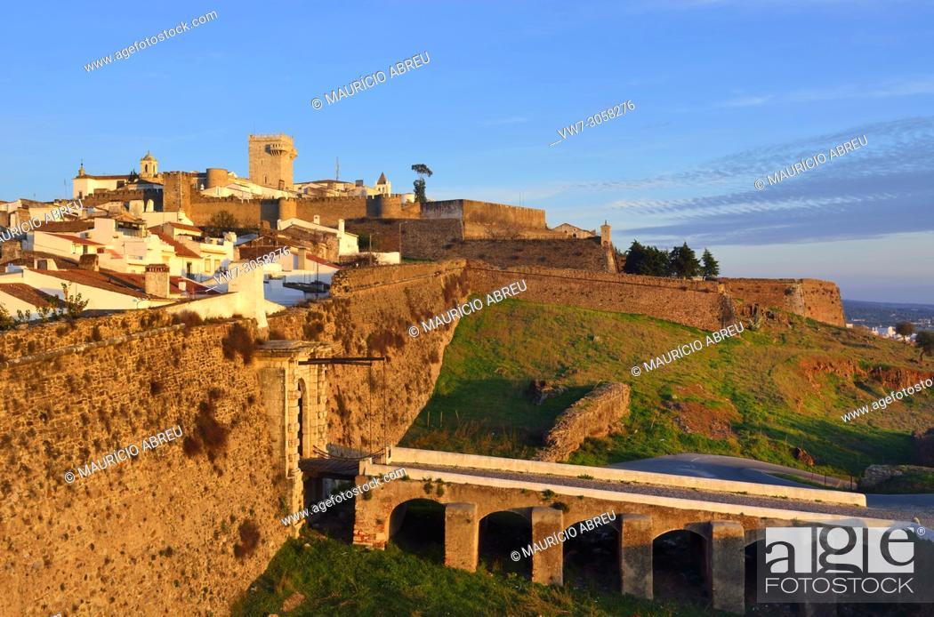 Imagen: The walled city of Estremoz. Alentejo, Portugal.