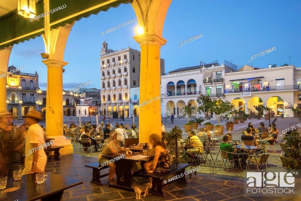 Stock Photo: Plaza Vieja, Havana, Cuba.