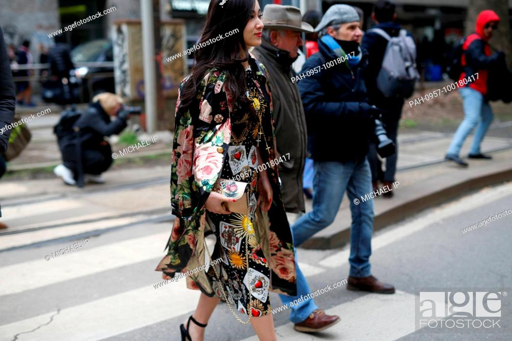 Photo de stock: A chic showgoer attending the Dolce & Gabbana show during Milan Fashion Week - Feb 25, 2018 - Photo: Runway Manhattan/Michael Ip ***For Editorial Use Only*** |.