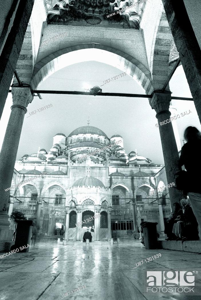 Stock Photo: Turkey, Istanbul, The New Mosque or Mosque of the Valide Sultan at Night.