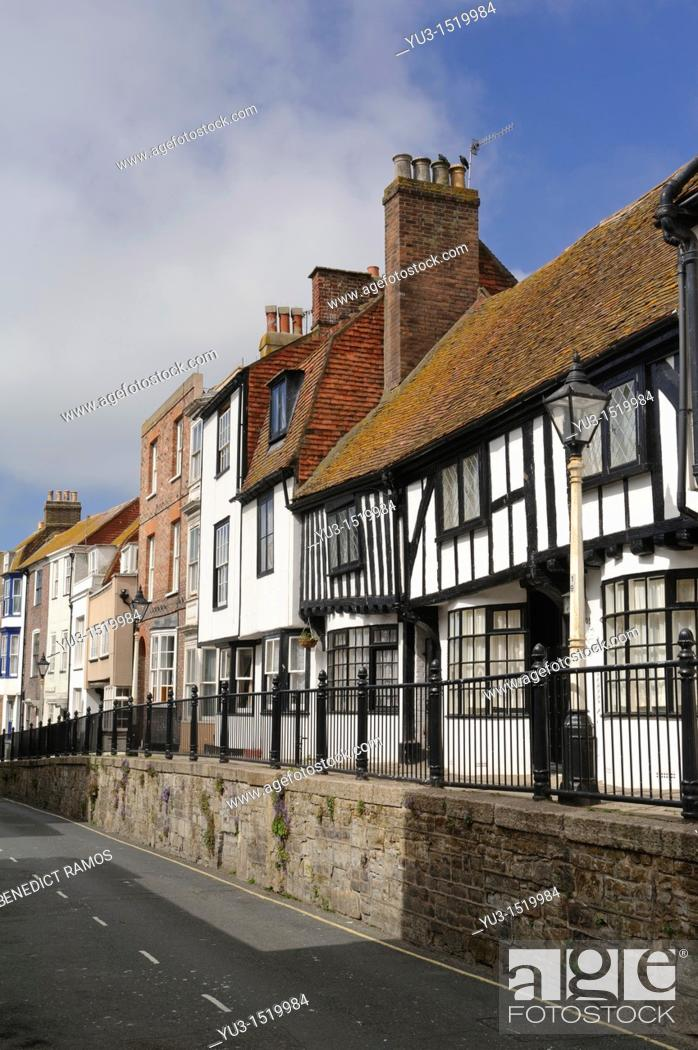 Imagen: High Street, Hastings Old Town, East Sussex, England, UK.