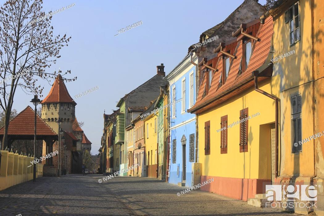 Imagen: Colorful Houses, Sibiu Old Town, Romania.