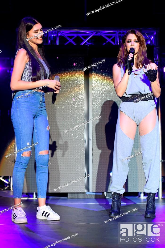 Imagen: Vanessa Mai and influencer and singer Ana Lisa Kohler perform live at a concert during her 'Regenbogen Live 2018' tour at Tempodrom.