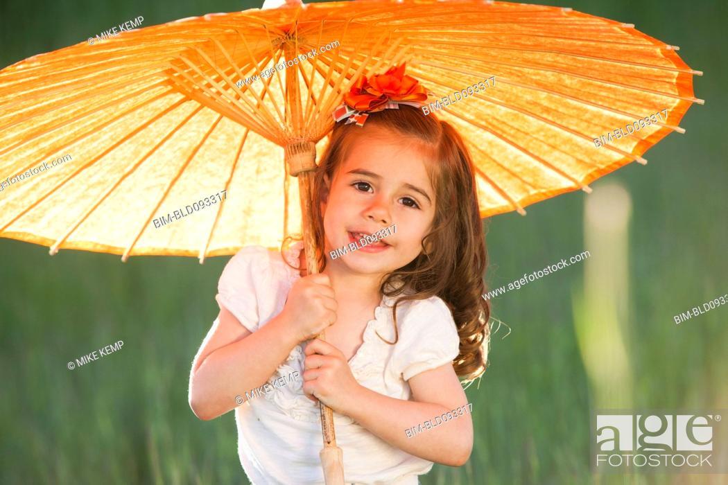 Imagen: Caucasian girl holding parasol.