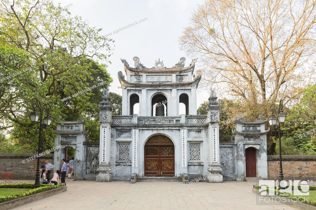 Imagen: Main entrance to the temple of literature, Quoc Tu Giam, Hanoi, Vietnam.