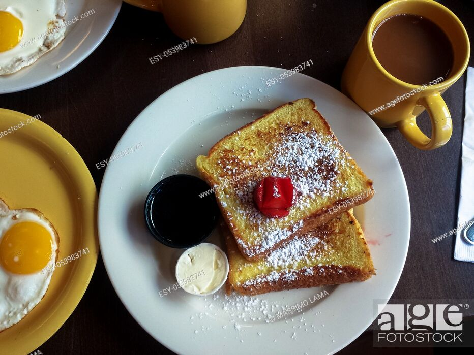Imagen: Breakfast with pancakesm butter, syrup, eggs and coffee.