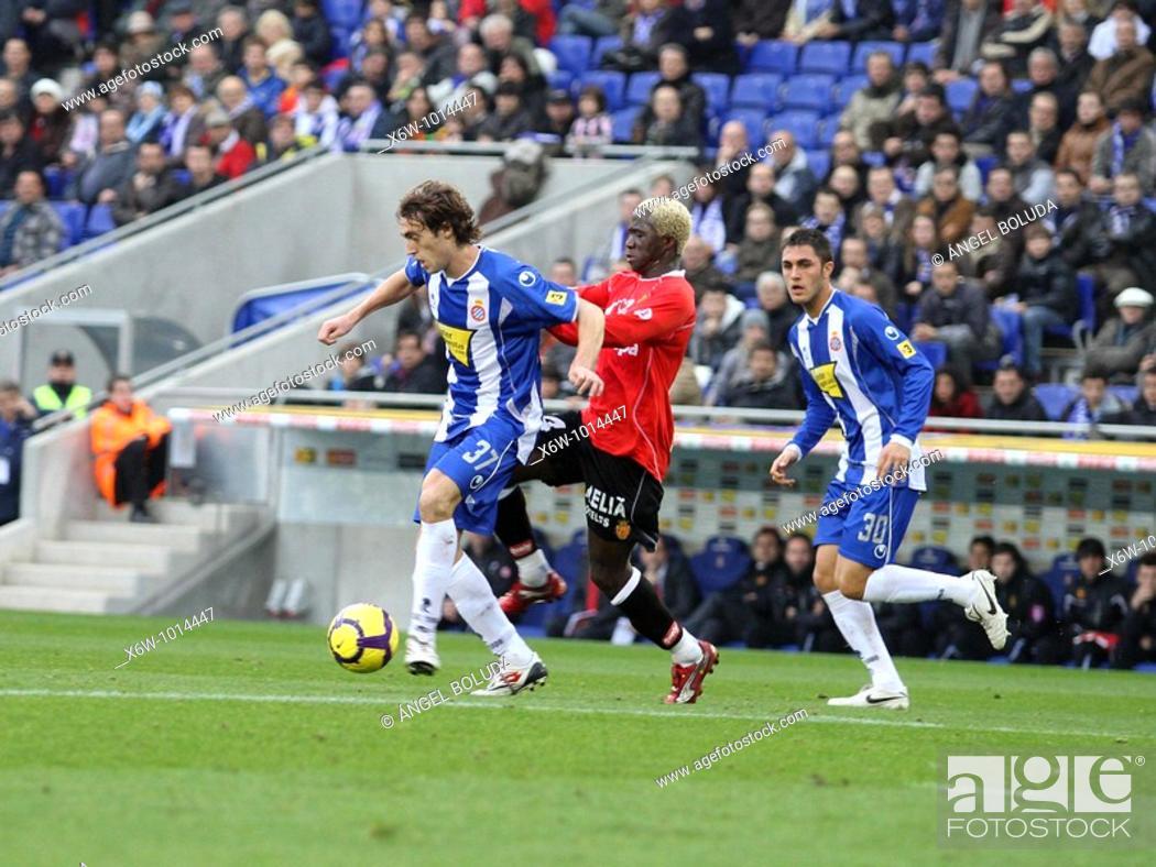 Stock Photo: Cornellá-El Prat Stadium, 24/01/2009, Spanish League, RCD Espanyol vs. Real Mallorca, Raul Baena and Alhassane Keita.