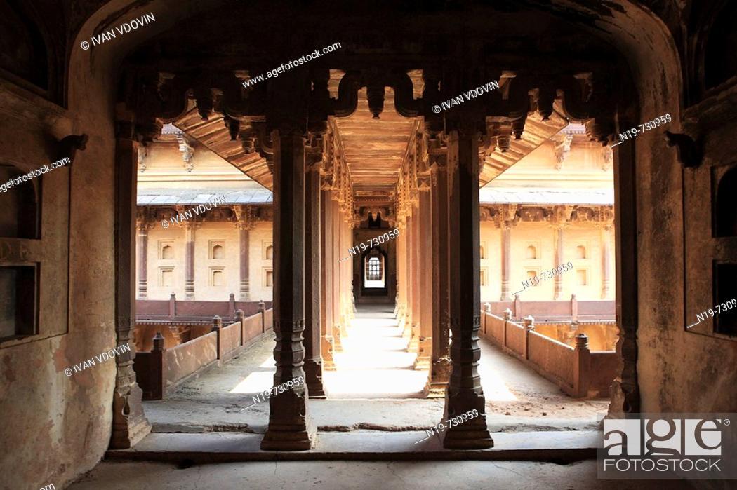 Stock Photo: Govind mandir palace (1620), Datia, India.