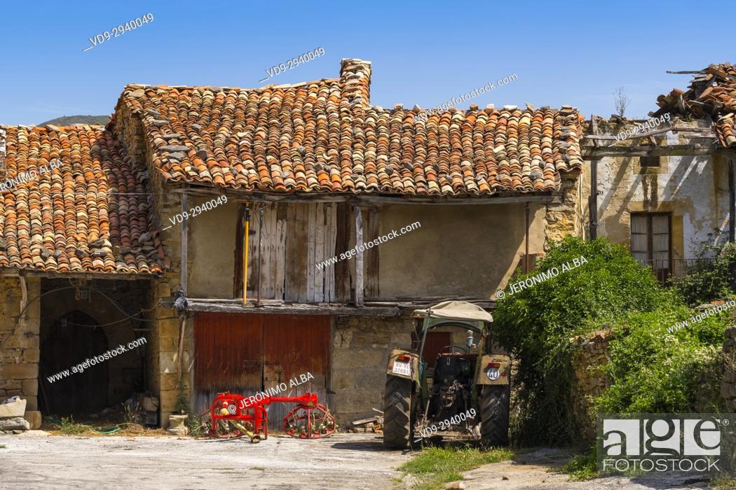 Photo de stock: Old stone farm house. Las Merindades County Burgos, Castile and Leon, Spain, Europe.