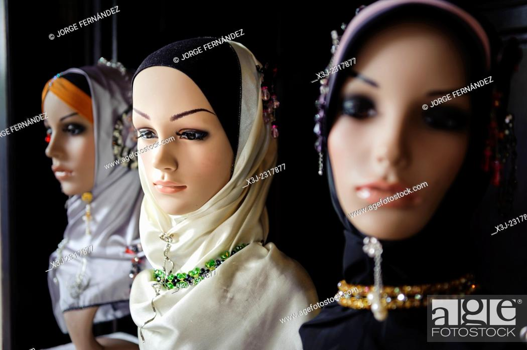 Imagen: Mannequin for muslim people, Kuching, Malaysia.