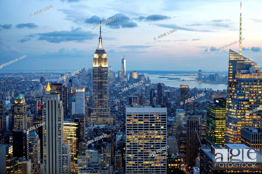 Imagen: Looking South from Midtown Manhattan at the Empire State Building and Surrounding Area.
