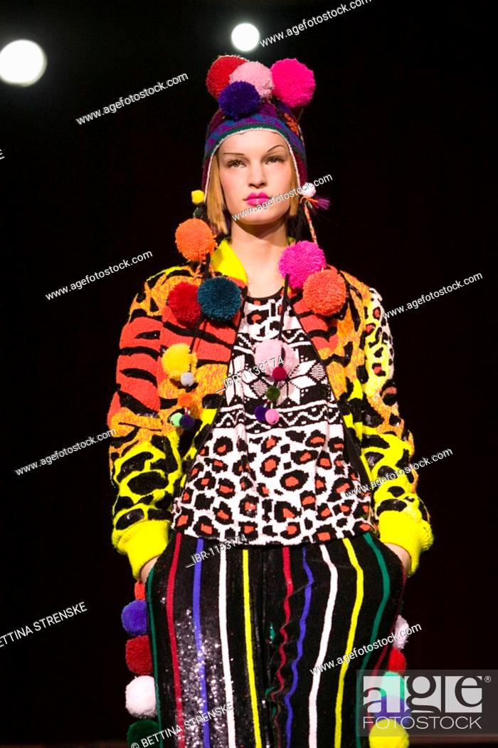 Fashion Show Of Indian Fashion Designer Ashish At London Fashion Week February 2009 London Stock Photo Picture And Rights Managed Image Pic Ibr 1133174 Agefotostock