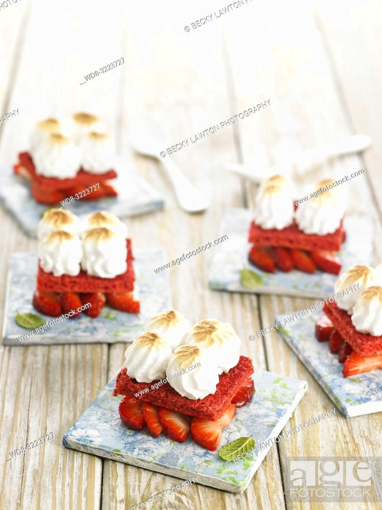 Stock Photo: fresas merengadas con bizcocho / Meringue strawberries with sponge cake.