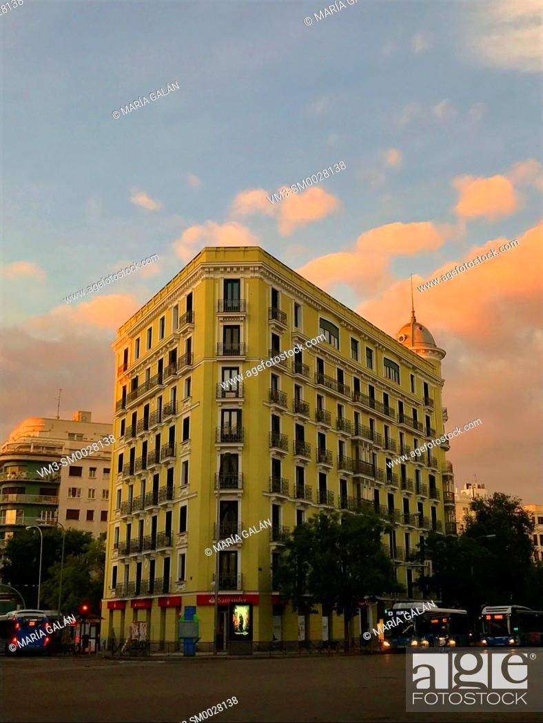 Imagen: Building at dawn. Goya street, Madrid, Spain.