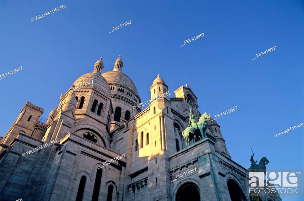 Stock Photo: France, Paris, 18th arrondissement, Montmartre: Sacre-Coeur basilica, domes and front, built in 1870s.