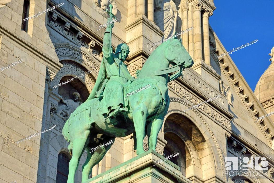 Stock Photo: France, Paris, Montmartre, The Basilica of the Sacred Heart, Equestrian statue of Saint-Louis by sculptor Hippolyte Jules Lefebvre.