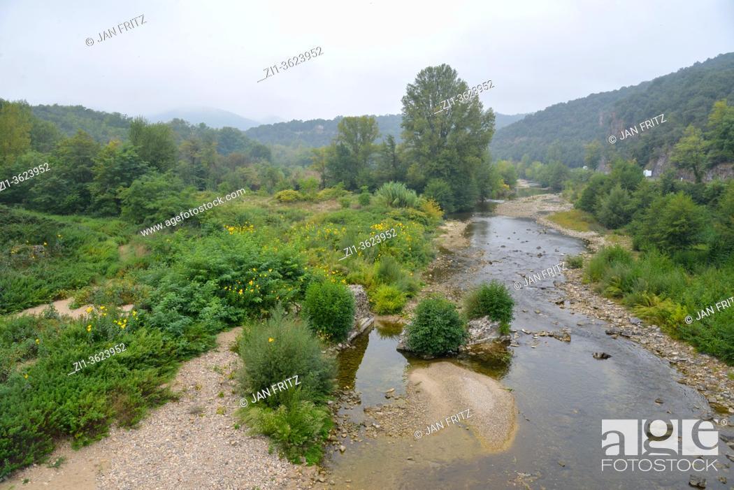 Imagen: view at landscape in Cevennes, France.
