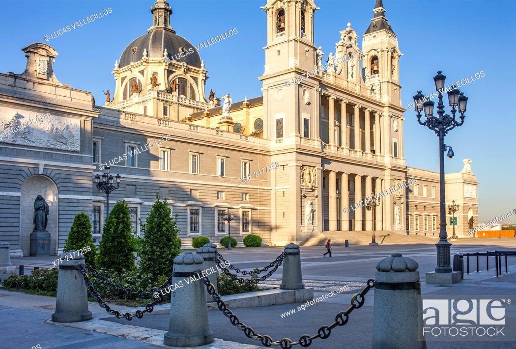 Stock Photo: Cathedral of Santa María la Real de La Almudena, in Plaza de la Armeria. Madrid, Spain.