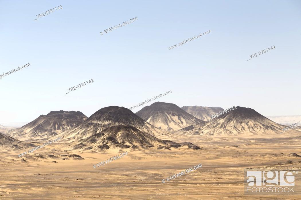 Imagen: Black desert, western libyan desert, Egypt.