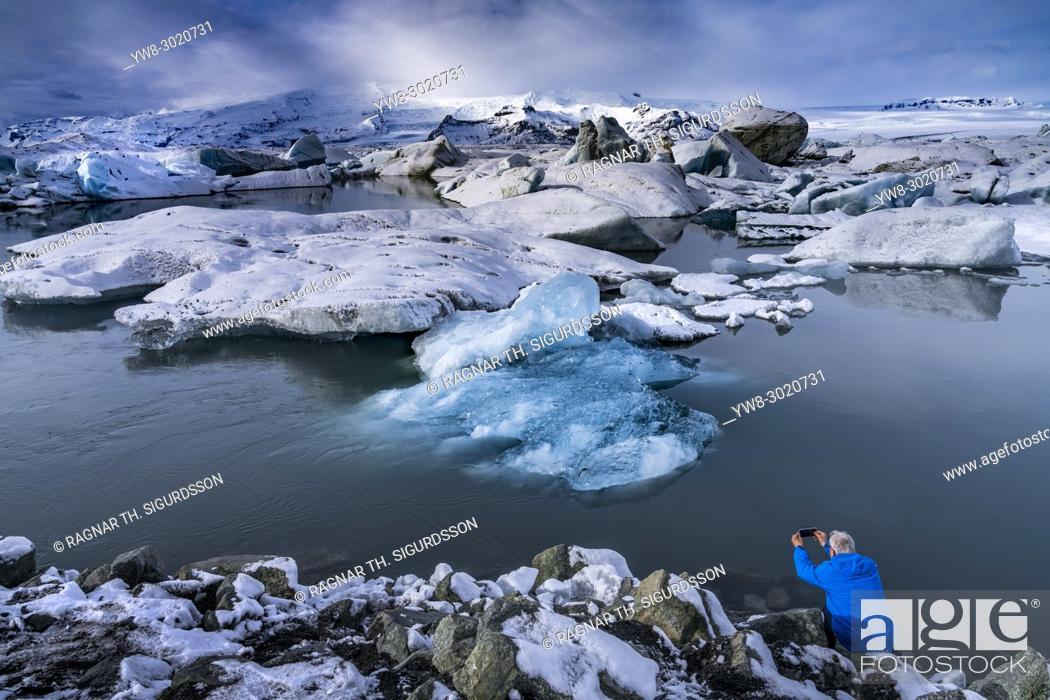 Stock Photo: Tourist taking pictures, Jokulsarlon Glacial Lagoon, Iceland.