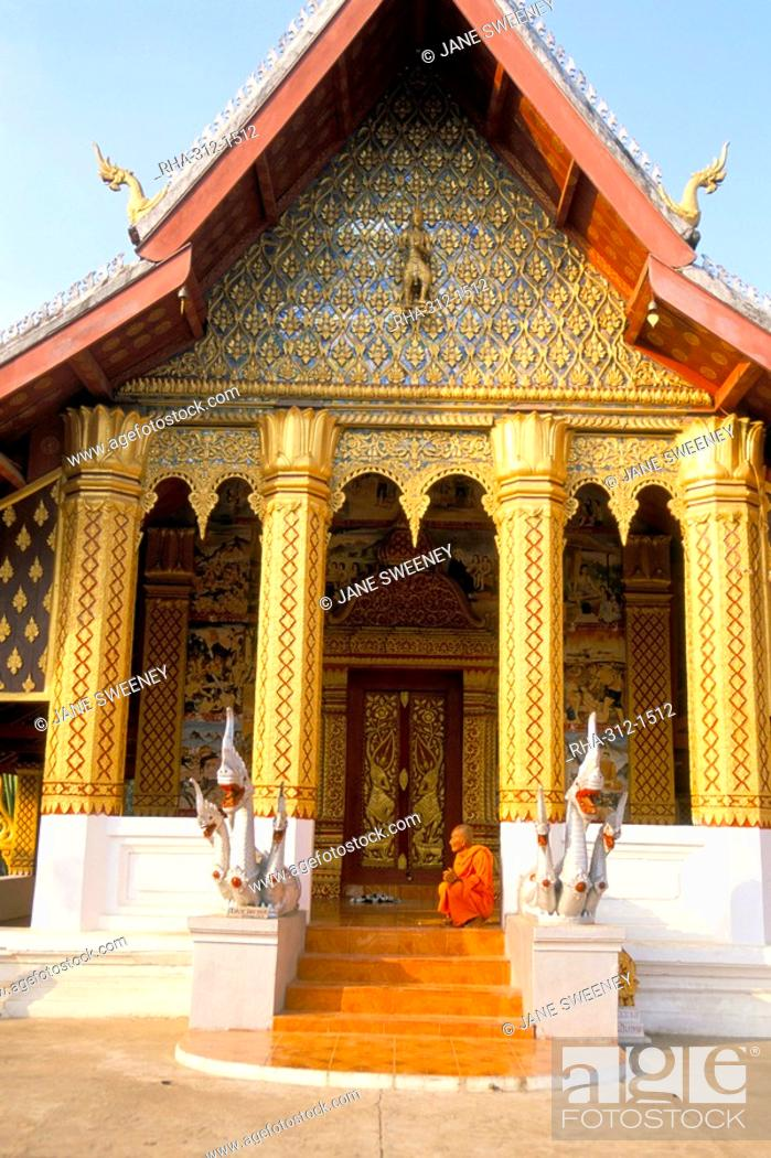 Stock Photo: Monk, Wat Ho Siang, Luang Prabang, UNESCO World Heritage Site, Laos, Indochina, Southeast Asia, Asia.
