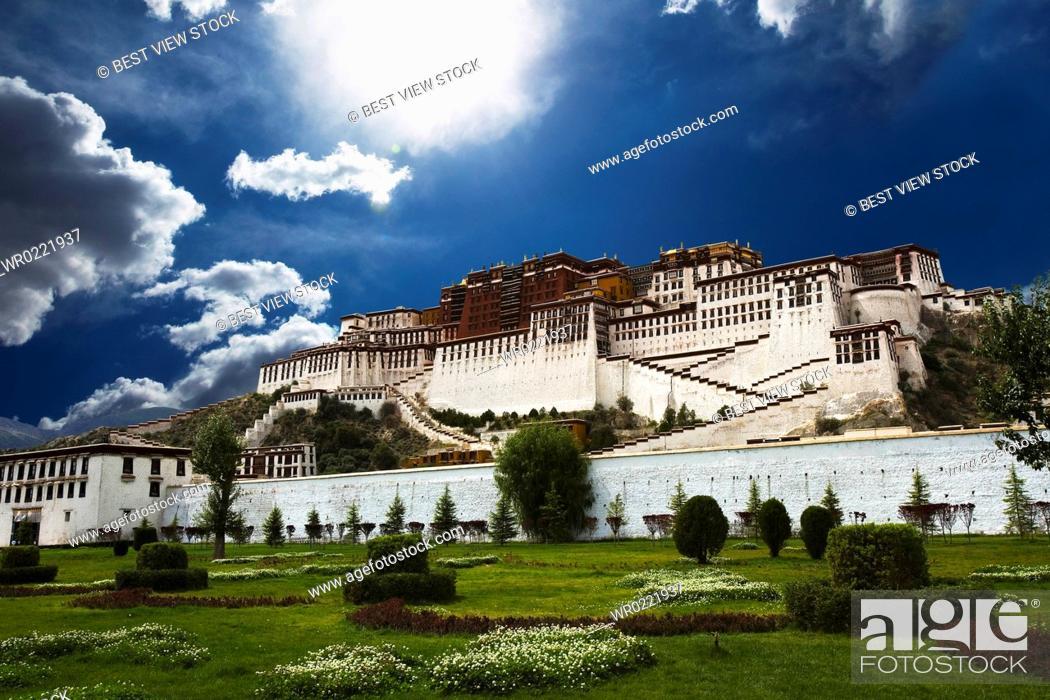Stock Photo: Potala Palace, Lhasa, Tibet, China.