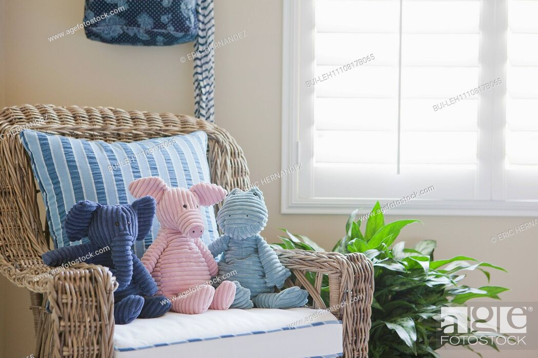 Imagen: Close-up of stuffed toys on wicker armchair at home; California; USA.
