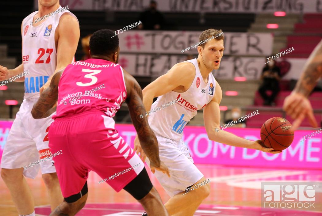 Stock Photo: Bonn, Germany, 09. 01. 2021, Telekom Dome, Basketball Bundesliga, Telekom Baskets Bonn vs s. Oliver Wuerzburg: James Thompson IV (Bonn) und Florian Koch.