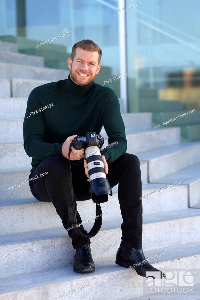 Imagen: Professional photographer outside.