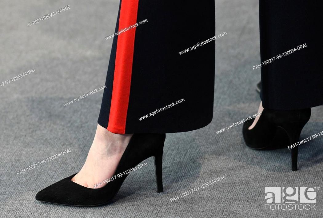 Dpatop Actress High The Photocall Paula Beer Heels Of Wears wPXTOZilku
