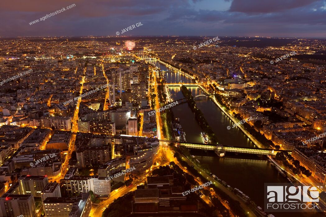 Stock Photo: Nightfall in Paris, Ile-de-France, France.